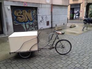 Dans le cadre du festival de street art de Grenoble, le street-porteur